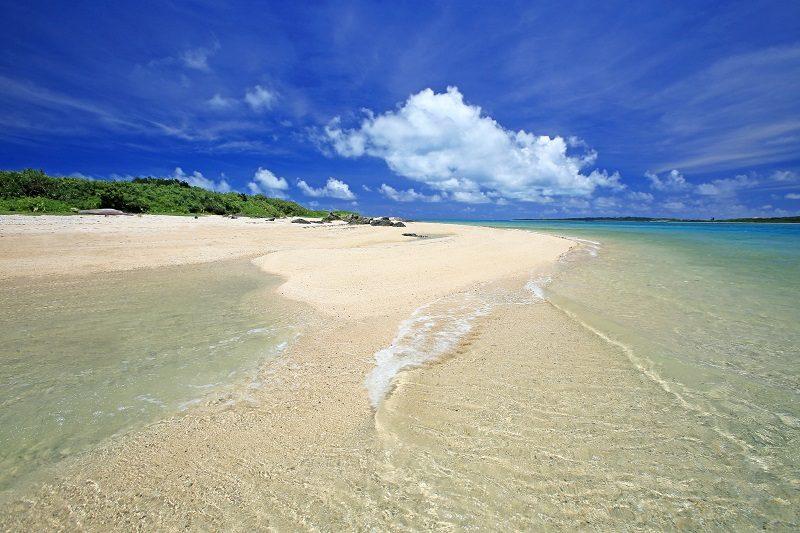 カヤマ島ブルーロックビーチ