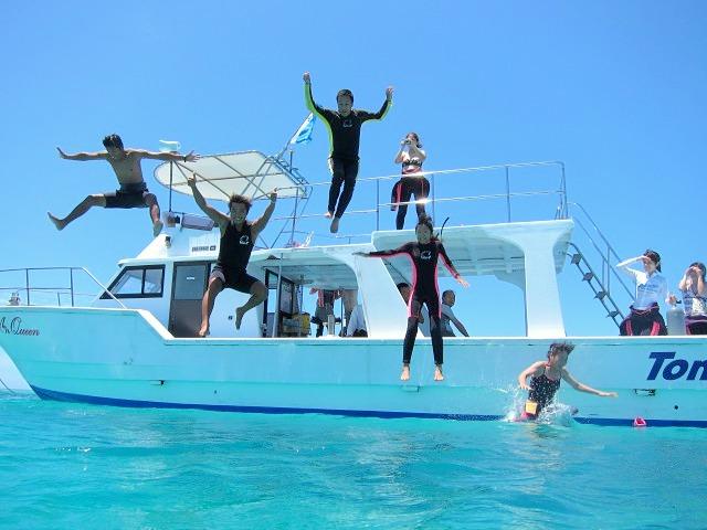 石垣島の海で遊ぶ